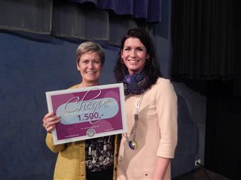 Stichting Leergeld ontvangt een cheque ter waarde van € 1.500,00 euro!