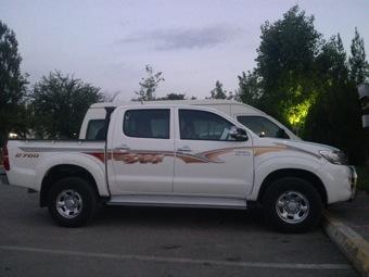 3-services-transportation-toyota-hilux2-jeep