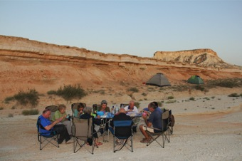3-services-accommodation-camp-dinner